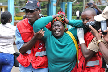 Il dolore di una madre per la strage al campus universitario in Kenya