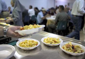 Mensa-Caritas-distribuzione-pasti