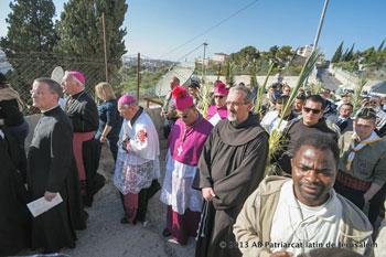Padre Pierbattista Pizzaballa durante la celebrazione della Domenica delle Palme a Gerusalemme