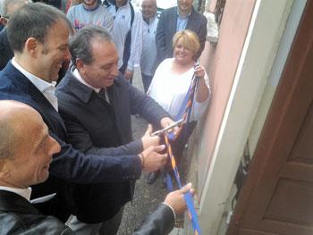 L'inaugurazione della sede Csi Foligno, da sinistra: Totolini (delegato allo sport comune di Foligno), Noli (Presidente Csi Comitato Foligno), Mismetti (Sindaco comune Foligno)