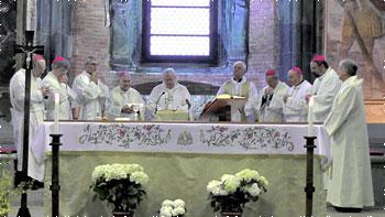 I Vescovi umbri durante la celebrazione alla Sacra di San Michele