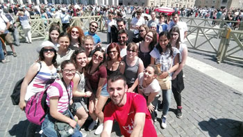 Il gruppo dei giovani che sono andati a Roma