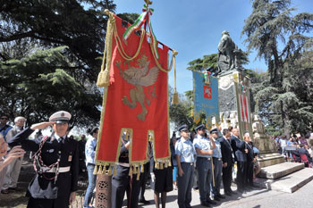 La cerimonia per la festa del 2 giugno ai giardini Carducci a Perugia