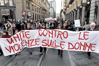 Manifestazione di protesta contro la violenza sulle donne