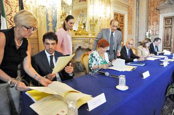 La firma dei protocolli: Andrea Romizi, Antonella De Miro, Gianpiero Bocci, Catiuscia Marini, Nando Mismetti
