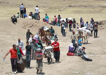 Profughi in fuga dagli attacchi dell'Isis