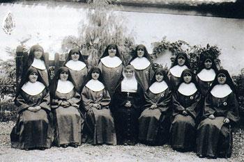 Il gruppo delle prime suore fondate dal beato Carlo Liviero