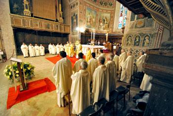 Una celebrazione nella cattedrale di Gubbio