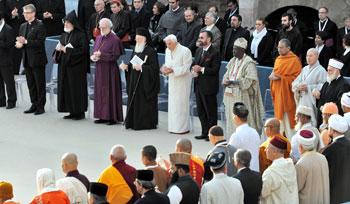 Benedetto XVI a Assisi il 27 ottobre 2011, per il 25° dell'incontro di preghiera per la pace del 1986