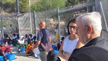 Il card. Bassetti in visita all'isola di Lampedusa