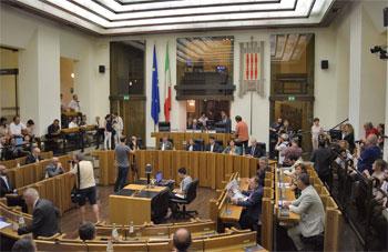 Il consiglio regionale durante una seduta