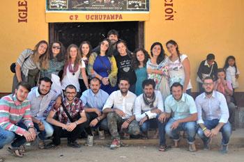 Foto di gruppo dei giovani di Trestina in Perù
