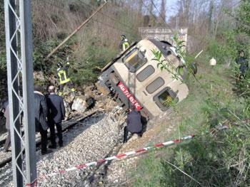 Il treno deragliato nell'aprile del 2013 nel comune di Umbertide