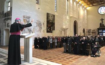 Mons. Renato Boccardo davanti all'assemblea