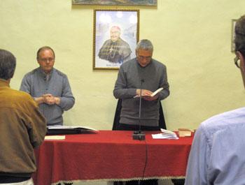 Don Romano Piccinelli e mons. Cancian (immagine di repertorio)