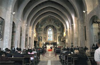 L'interno delle cattedrale di Gubbio