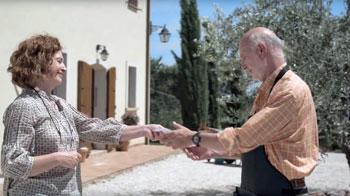 Una scena tratta dallo spot pubblicitario dell'Inps per promuovere i buoni lavoro