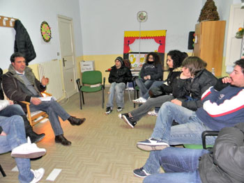 Un gruppo durante un'attività di aggregazione giovanile