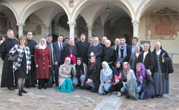 I partecipanti all'incontro di preghiera che si è tenuto martedì pomeriggio. Al centro del gruppo l'arcivescovo mons. Domenico Sorrentino, vescovo di Assisi-Nocera Umbra- Gualdo Tadino