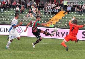 Un momento della partita Ternana-Novara