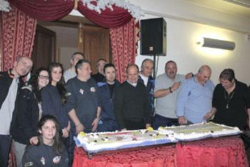 Foto di gruppo con don Paolo Bruschi (al centro)