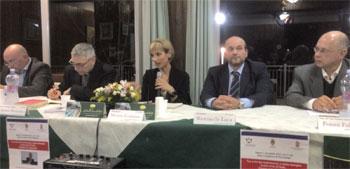 l tavolo dei relatori durante l'incontro