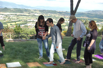 """Un gruppo di ragazzi assistiti nel Centro socio-riabilitativo """"Sereni"""" a Montebello"""