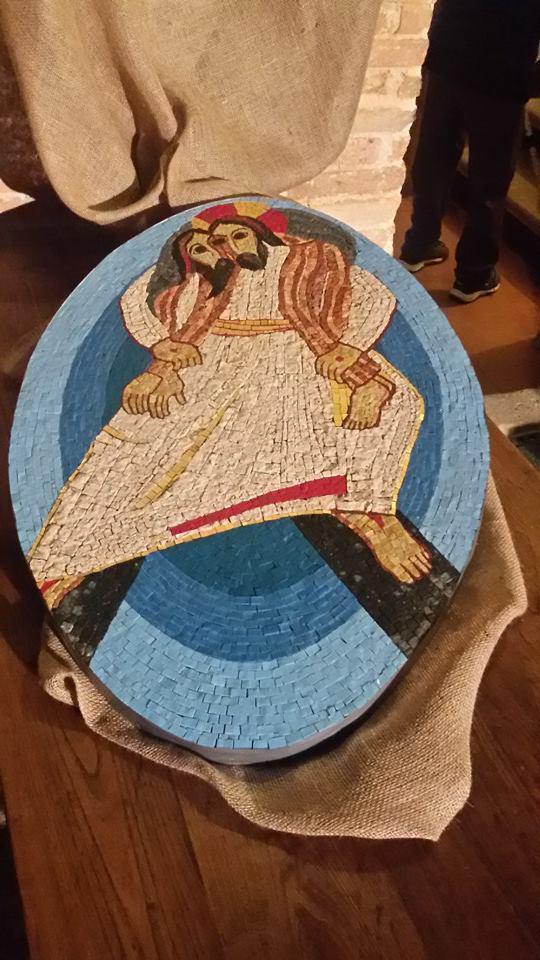 Il logo del Giubileo della Misericordia, riprodotto dai ragazzi della Comunità ospitata al Santuario della Madonna dei bagni