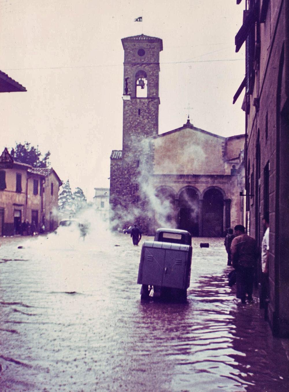 Parrocchia-San-Salvi-alluvione-66-Archivio-Firenze-Promuove