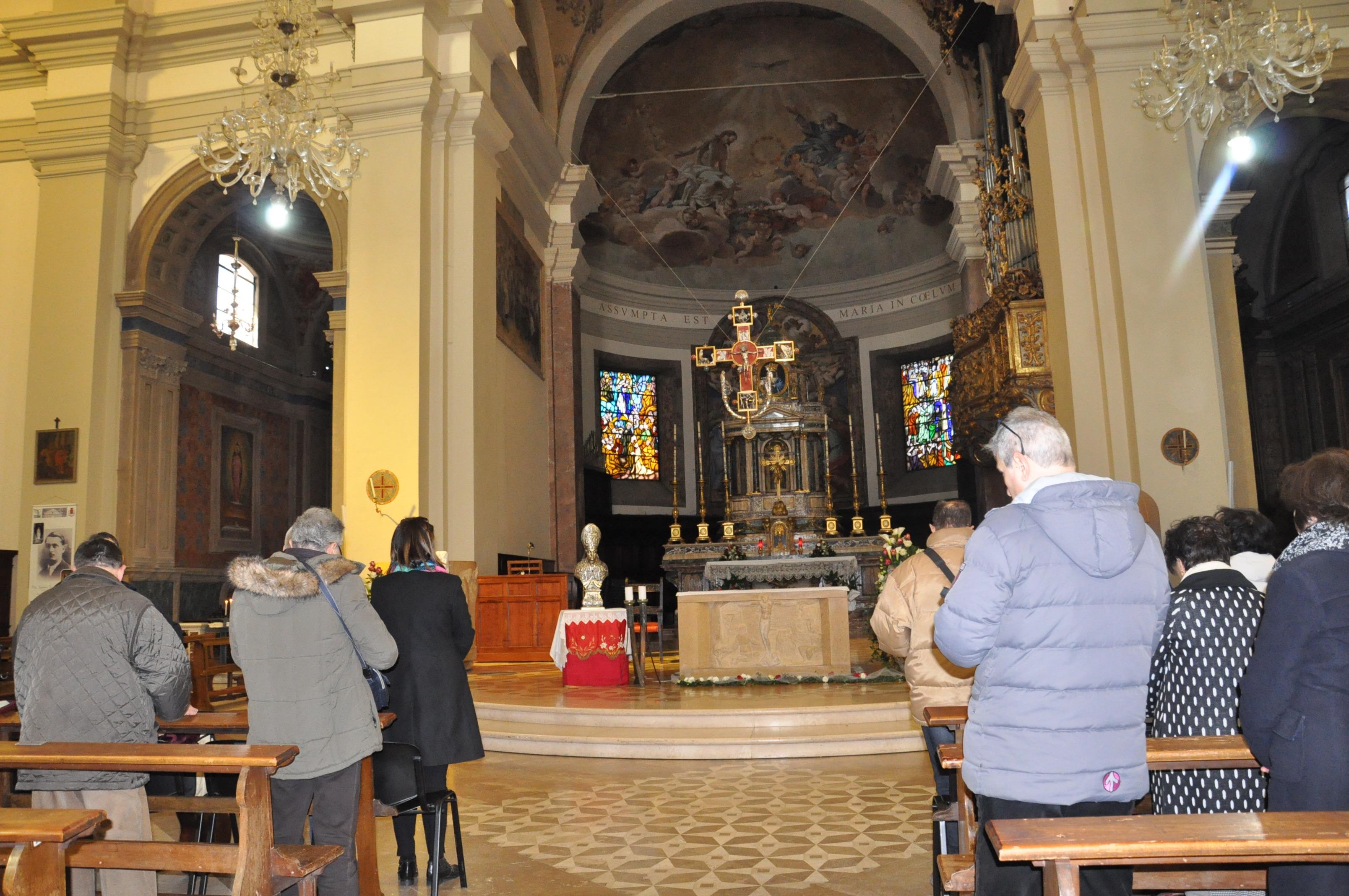 Terni- In cattedrale la preghiera dinanzi alle reliquie di San Valentino