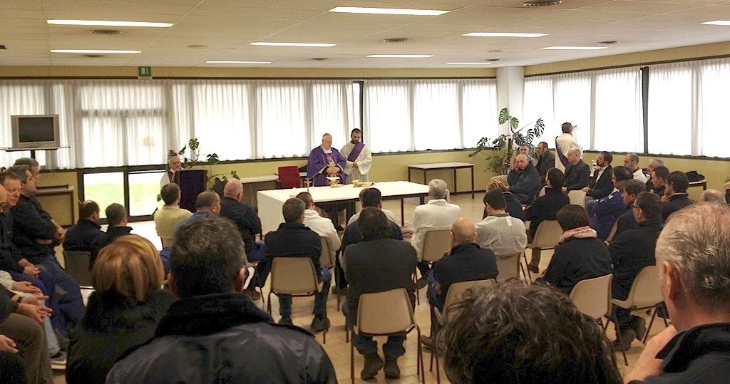 Perugi, Europoligrafico, sala mensa. Celebrazione eucaristica presieduta dal card. Bassetti