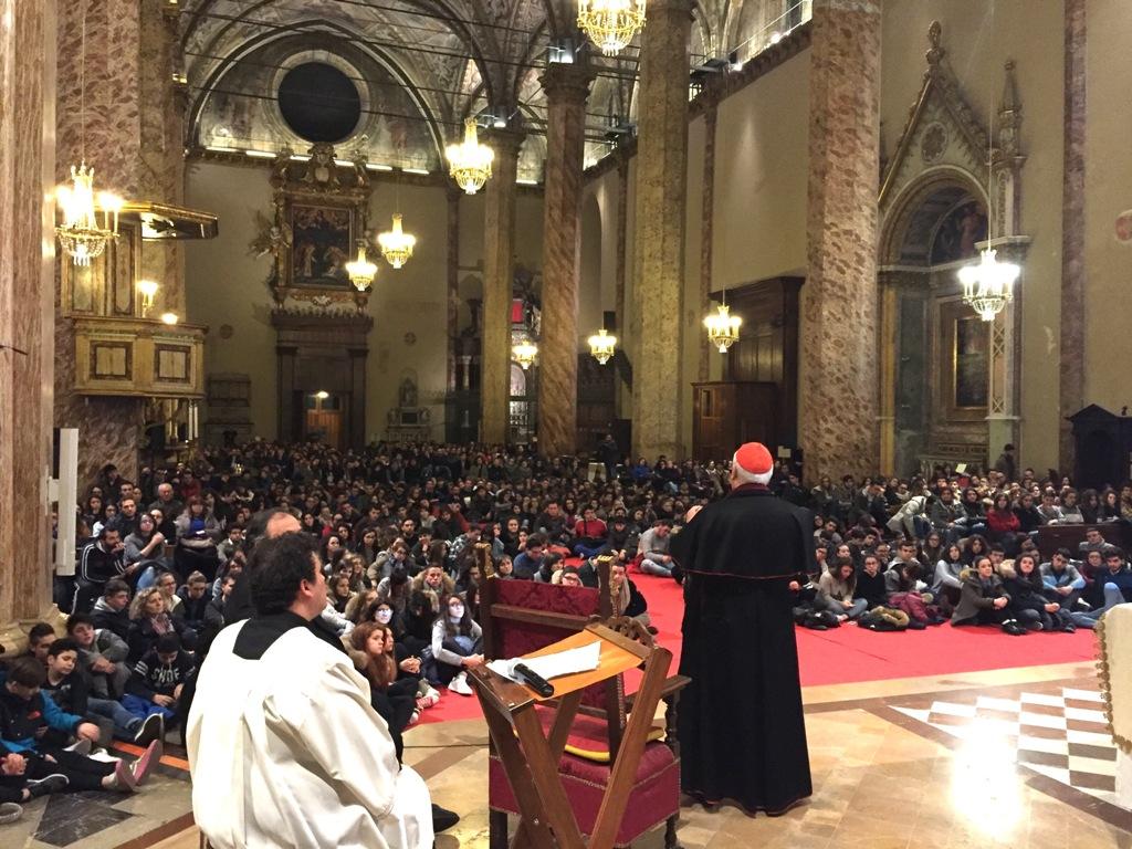 La veglia di quaresima dei giovani con il cardinale Bassetti in cattedrale