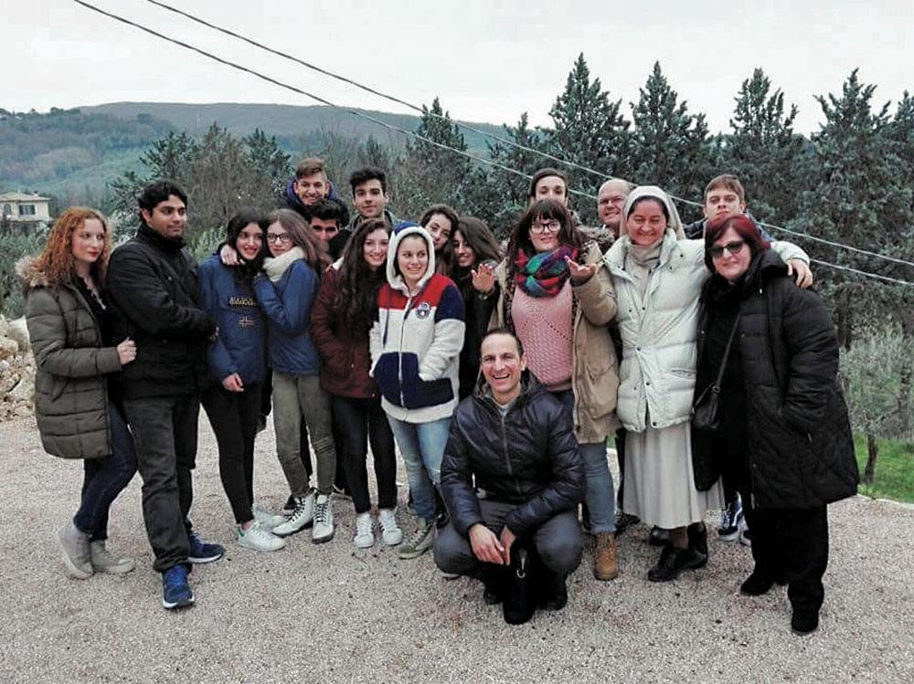 Gruppo-con-don-Andreani_CMYK