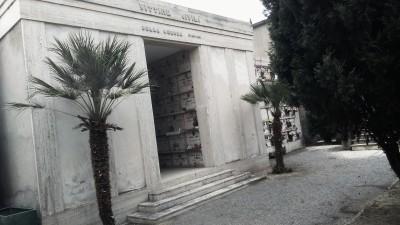 Il sacrario delle vittime al cimitero