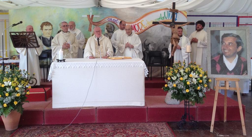 Il card. Bassetti con mons. Chiaretti e mons. Cancian durante la celebrazione in ricordo del servo di dio Vittorio Trancanelli (24 giugno 2016)