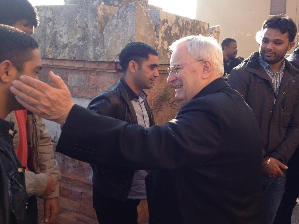 cardinale bassetti con profughi pakistani a villa sacro cuore di pg al pranzo di natale 2015