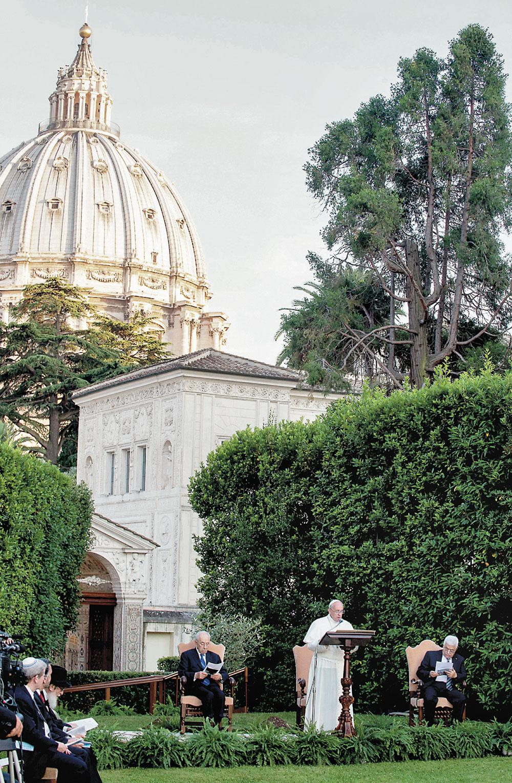 Vaticano,-8-giugno--Invocazione-per-la-pace-nei-Giardini-vaticani-con-Papa-Francesco,-Bartolomeo-I,-Shimon-Peres-e-Mahmoud-Abbas-3-CMYK