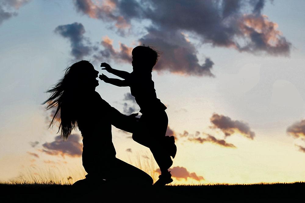 Donna-e-bambino_controluce-cmyk