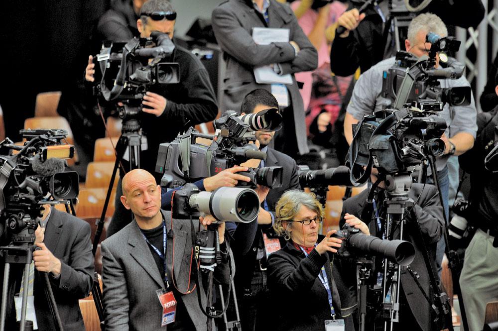 fotografi-e-giornalisti-Città-del-Vaticano-16-Marzo-2013-Papa-Francesco-incontra-la-stampa-accreditata-in-Vaticano-cmyk