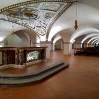Gli ambienti ad arcate del Duomo inferiore di Città di Castello con la nuova illuminazione