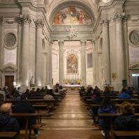 La celebrazione per la ricorrenza del santo patrono Ercolano nella chiesa dell'Università di Perugia. Consegnate ai giovani neolaureati le lampade della responsabilità