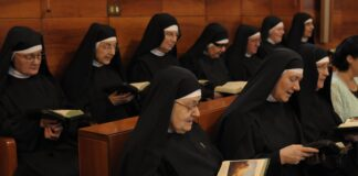 Le monache del monastero di Santa Rita da Cascia in preghiera