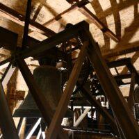 Le campane in un campanile della chiesa