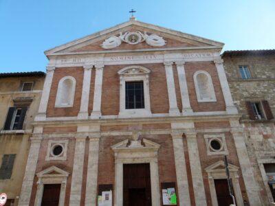 La facciata della chiesa del Gesù di Perugia