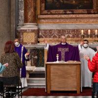 L'arcivescovo di Spoleto-Norcia, monsignor Renato Boccardo, nel corso delle '24 ore per il Signore'