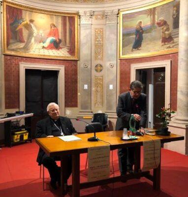 Il cardinale Bassetti, assieme al presidente dell'Istituto Conestabile-Piastrelli Gianfranco Maddoli