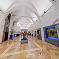 Alcune teche espsositive con le opere del Museo del Tesoro di Assisi