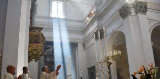 L'arcivescovo Renato Boccardo presiede la celebrazione in Duomo