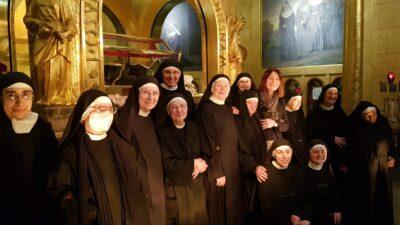 Foto di gruppo di Alessandra Paoloni con le monache