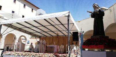 Il pontificale per la festa di santa Rita del 22 maggio 2021 del card. Angelo Comastri nella piazza del santuario di Santa Rita a Cascia